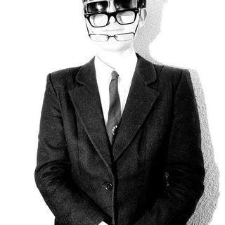 gambar profil Mr. E. Cooper