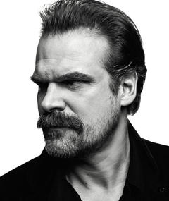 Gambar David Harbour