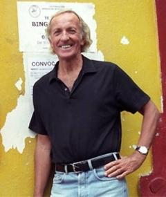 John Pilger adlı kişinin fotoğrafı