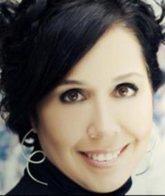 Photo of Zeynep Özbatur