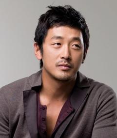 Ha Jung-woo adlı kişinin fotoğrafı