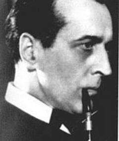 Basil Emmott adlı kişinin fotoğrafı