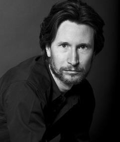 Photo of Jonathan Aris
