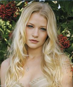 Photo of Emilie de Ravin