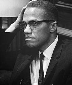 Malcolm X adlı kişinin fotoğrafı