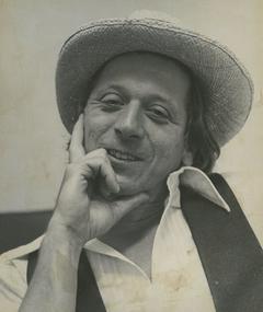 Albert Millaire adlı kişinin fotoğrafı