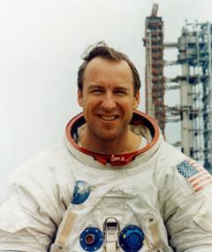Jim Lovell adlı kişinin fotoğrafı