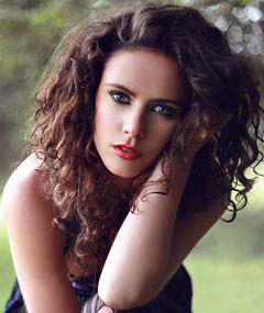 Photo of Amy Manson