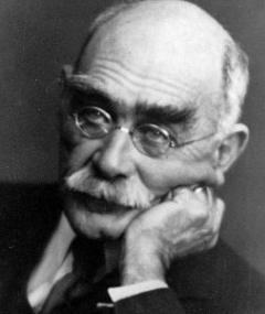 Rudyard Kipling adlı kişinin fotoğrafı