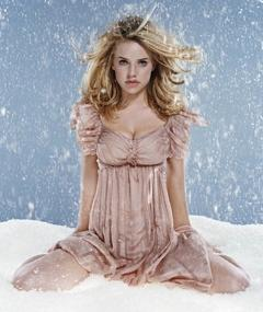 Photo of Kelli Garner
