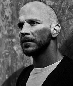 Gustaf Skarsgård adlı kişinin fotoğrafı