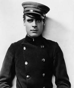 Photo of Ralph Graves