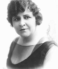 Photo of Lillian Leighton