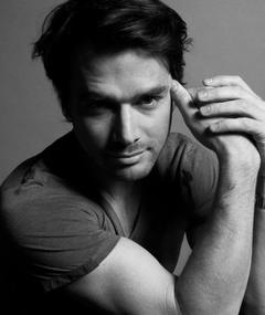 Photo of Matthew Settle