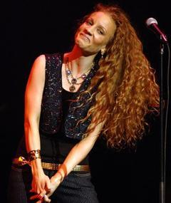 Photo of Amanda Marshall