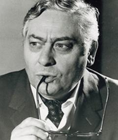 Gambar Guy Hoffman