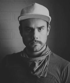 Adam Newport-Berra adlı kişinin fotoğrafı