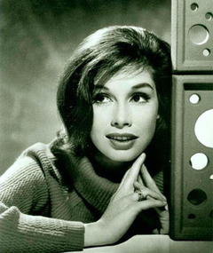 Photo of Mary Tyler Moore