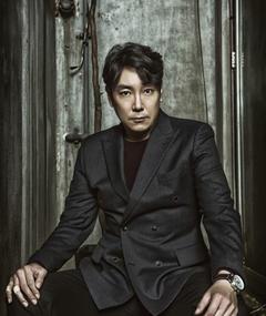 Cho Jin-woong adlı kişinin fotoğrafı
