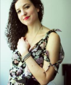 Kate Barker-Froyland adlı kişinin fotoğrafı