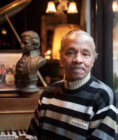 Photo of Larry Mongo