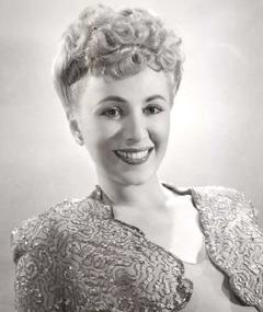 Photo of Claudia Drake