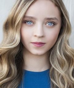 Madeleine Arthur adlı kişinin fotoğrafı