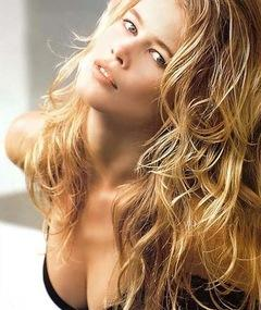Photo of Claudia Schiffer