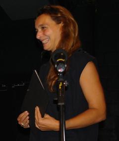 Gambar Emmanuelle Castro