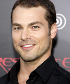 Photo of Shawn Roberts