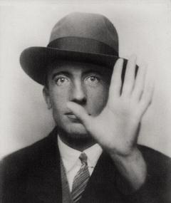 Paul Éluard fotoğrafı