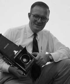 Gambar Hugh Morton