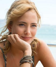 Photo of Nora Arnezeder