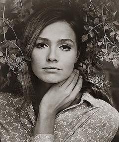 Photo of Eva Renzi