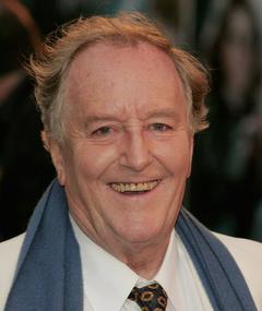 Photo of Robert Hardy