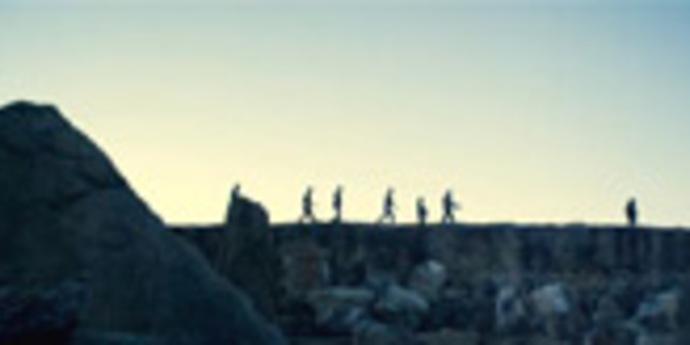 "image of the Review: ""Predators"" (Nimród Antal, USA)"