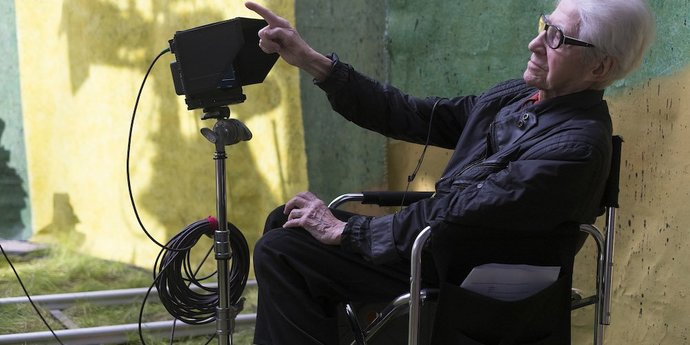 """image of the Alain Resnais on the set of """"Life of Riley"""""""