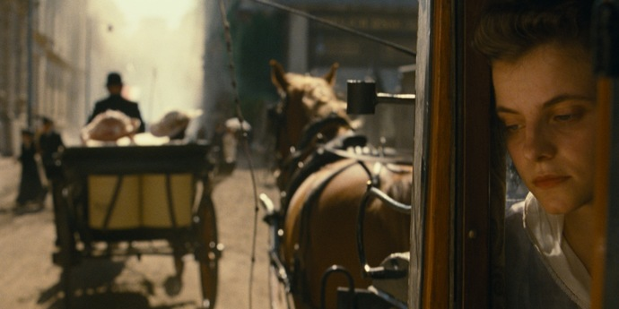 """image of the Venice: László Nemes' Second Film """"Sunset"""" Is a Warning for the Future"""